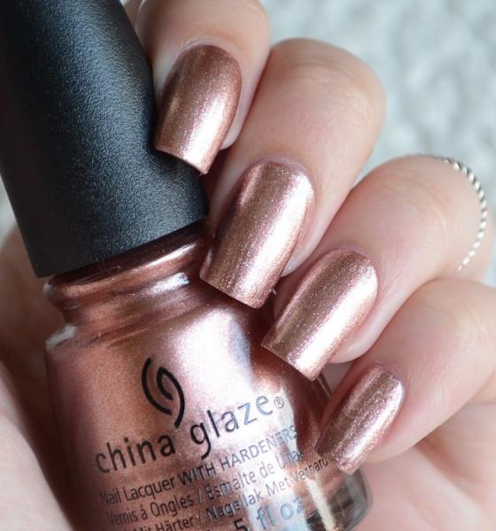 China Glaze – ružičasto zlato na noktima